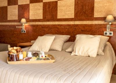 le richmont hotel marseillan lit