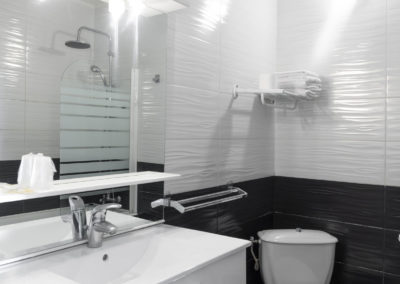 le richmont hotel marseillan wc